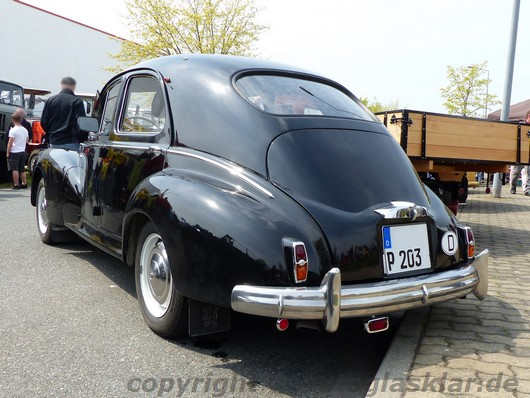 Peugeot 203 Heckansicht links
